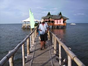 Holzsteg zur Bootsanlegestelle