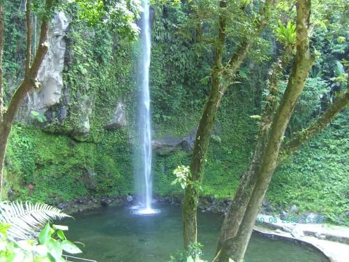 Immer wieder eine Reise wert: Camiguin Island, hier mit Blick auf den Katibawasan Fall. Foto: Philippinen Tours.