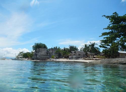 Pamilacan Island mit smaragdgrünem Wasser