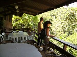 Auf der Terrasse der Ranch im Mapawa Nature Park in den Bergen von  Cagayan
