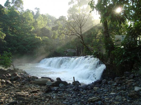 Tinoy-an Wasserfälle in der Nähe von Bislig im Osten von Mindanao