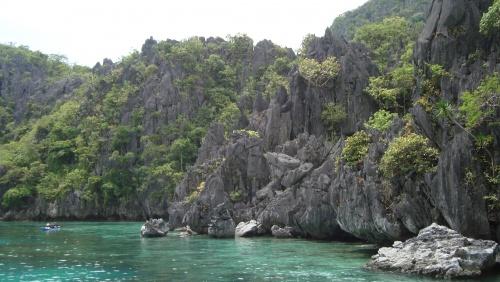 Vulkanische Seen, tropische Pflanzen und steile Kalksteinklippen: Die Natur im Norden von Palawan ist atemberaubend!