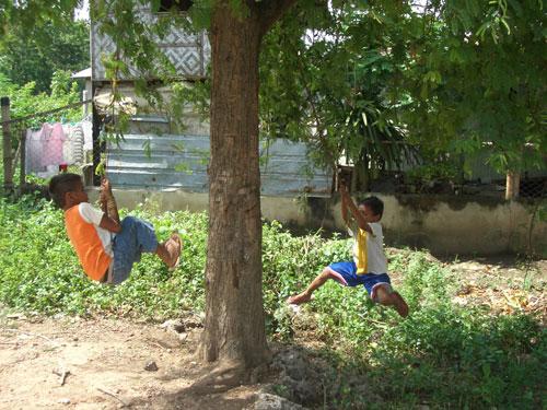 In Cebu City, der Hauptstadt der Visayas gibt es sehr viele Kinder, vor allem spielend:)
