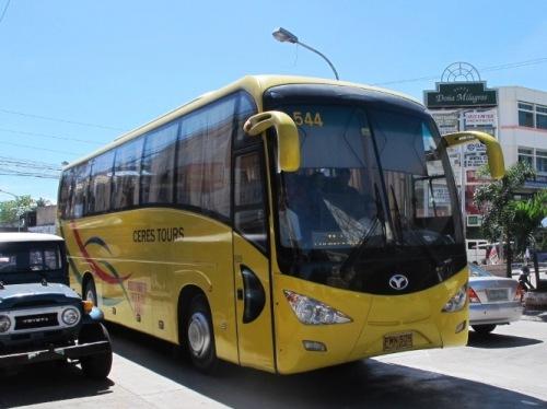 Anreise mit dem Bus. Foto: Philippinen Tours.