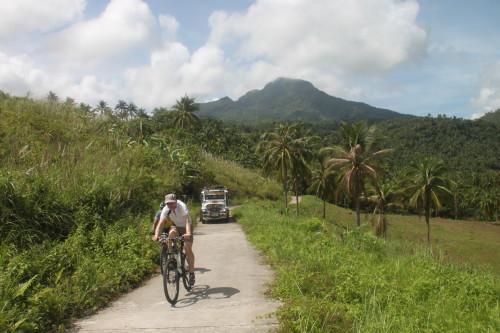 Interview mit Jens Funk von den BugoyBikers: Mission Fahrrad im Land der 7641 Inseln