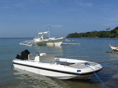 Tauchboote für den nächsten Tauchgang bereit