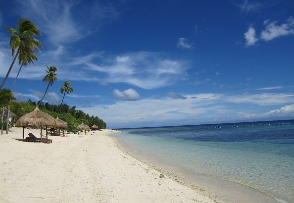 Das Coco Grove Beach Resort auf Siquijor Island