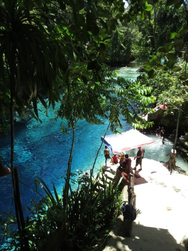 türkisfarbenes Wasser, enchanted river