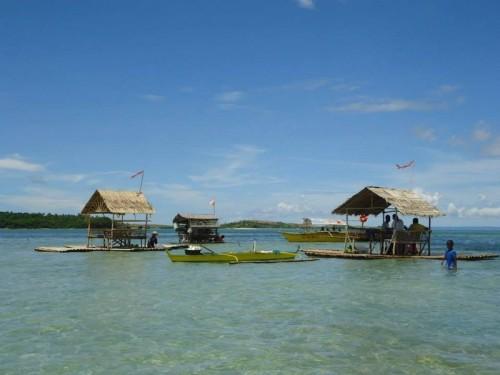 """Weiter geht es mit einem typischen philippinischen Fischerboot, auch """"Bangka"""" genannt."""