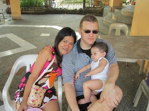 glücklich mit seiner Filipina verheiratet