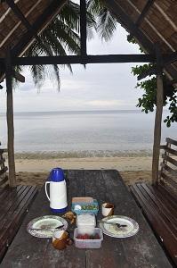 Einfaches Essen im Tagbirayan Beach Resort