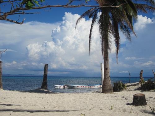 Trotz der Zerstörung durch den Taifun kann hier sehr gut (Tauch-) Urlaub gemacht werden!