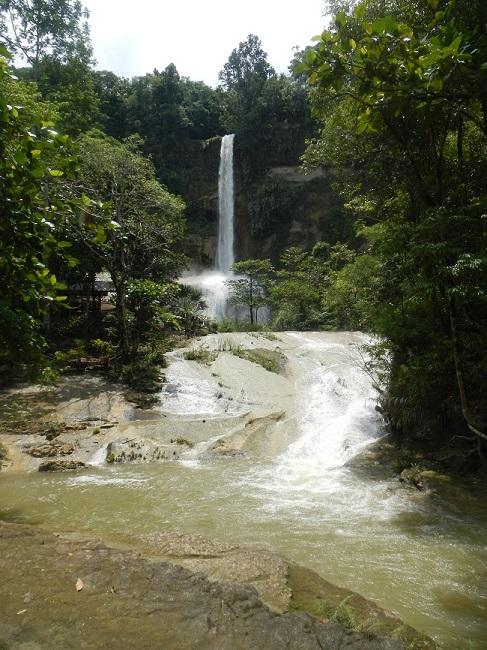 Can-umantad Falls mit dem Fluss