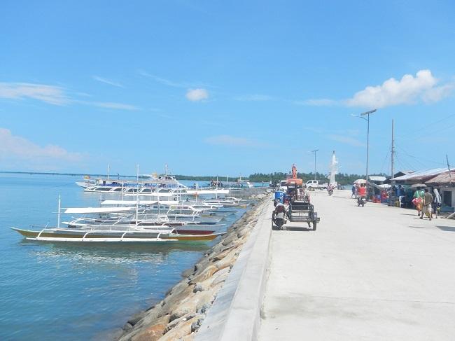Pier in Getafe mit angelegten Bangkas