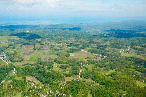 Bohols einzigartige Chocolate Hills aus der Vogelperspektive