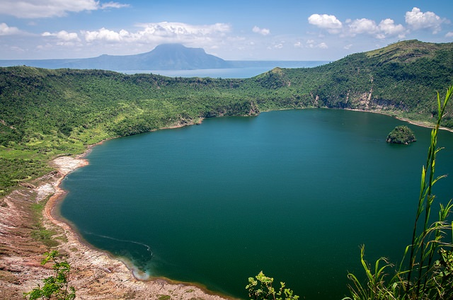 Der wunderschöne Hauptkrater des Taal Volcano nahe Talisay / Tagaytay