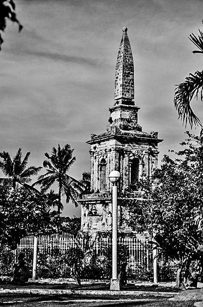 Monument zu Ehren von Ferdinand Magellan im Mactan Shrine (schwarz-weiß)