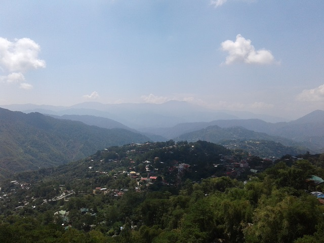 Schöne Aussicht auf Baguio City vom Mines View Park aus