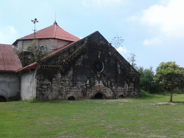 Die sechs Meter tief in Vulkanasche begrabene San Guillermo Parish Church in Bacolor, Pampanga