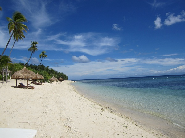 Resort unter Palmen: Coco Grove Beach Resort auf Siquijor